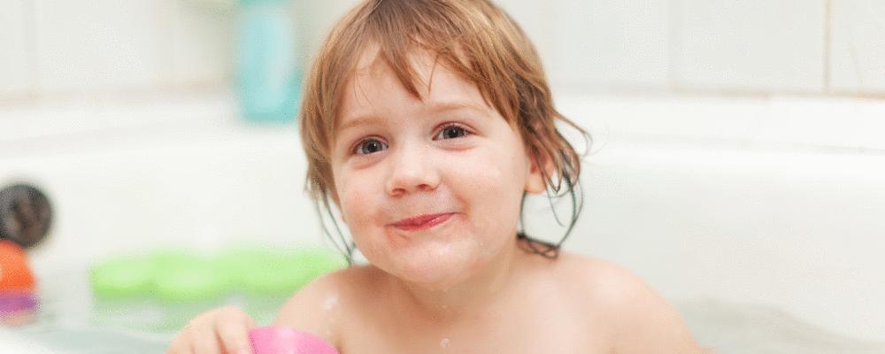 Como ensinar meu filho a tomar banho sozinho?