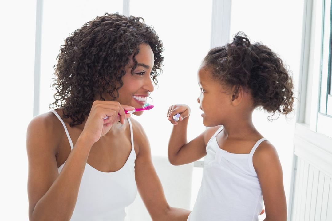 Aprenda a ensinar higiene bucal para crianças