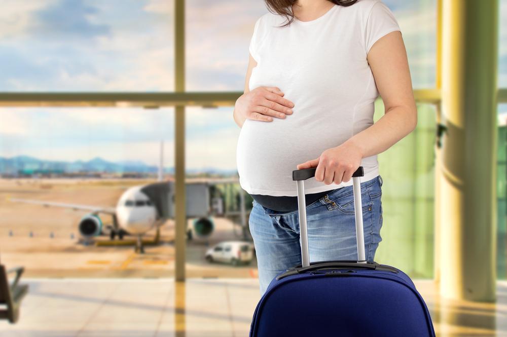 Afinal, grávida pode viajar de avião? A gente conta tudo!