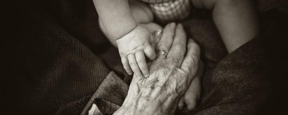 Como as avós podem ajudar na criação dos bebês