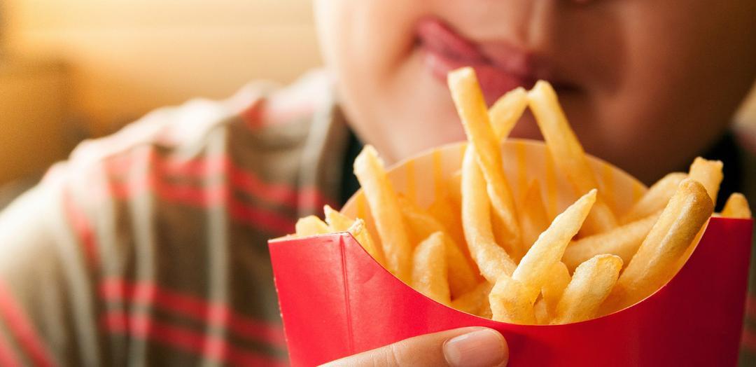 Fast-food: descubra as consequências na alimentação infantil