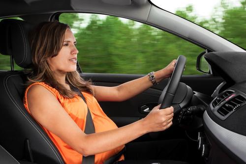 É seguro para a gestante dirigir durante a gravidez?