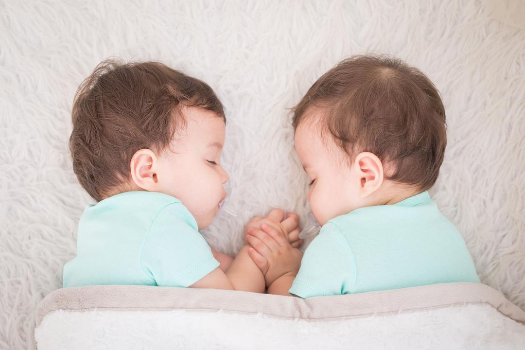 Conheça o programa para gêmeos Alô Bebê Twins