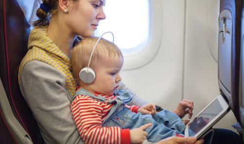 3 dicas para viajar de avião com a criança sem se estressar