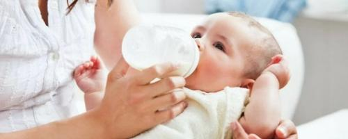 Por que não devemos engrossar o leite do bebê?