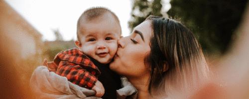 Não deixe ninguém beijar o seu bebê nas bochechas!