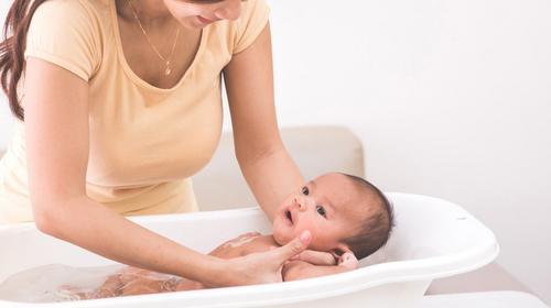 Tudo o que você precisa saber sobre o primeiro banho do bebê